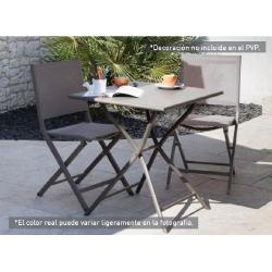 Comedor de terraza con sillas plegables