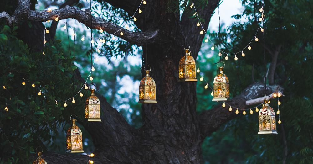 Cuatro consejos para iluminar el jard n blog verdecora for Decoracion fiesta jardin noche