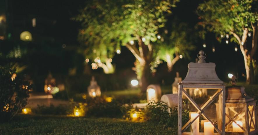 Acierta con la iluminaci n del jard n en verano verdecora for Iluminacion arboles jardin