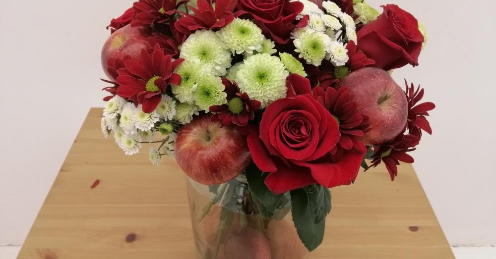 DIY Centro de rosas naturales y manzanas
